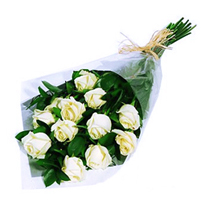 Buchet imaculat de trandafiri albi