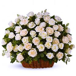 Cos imaculat cu trandafiri